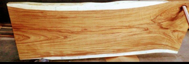 اسلب چوب بسیار زیبا از گونه ای شبیه به گردو. یعنی لبه سفید و مغز تیره چوب