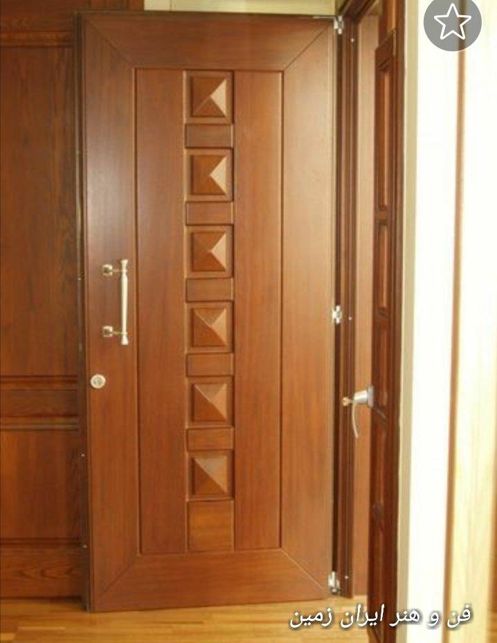 عکس درب چوبی، طرح اهرام  روی درب تمام چوب