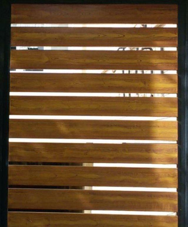 نمای چوب کاج روسی با رنگ گردویی مناسب رویه درب ورودی فلزی