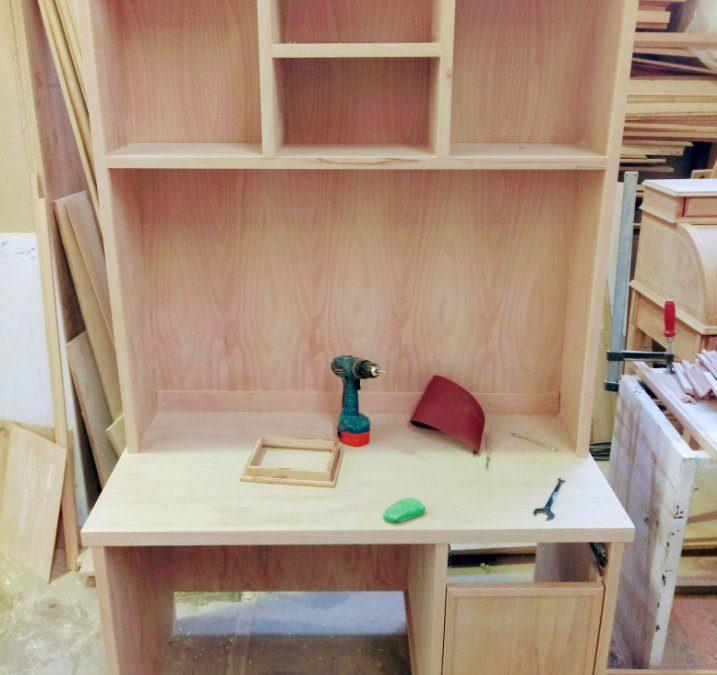 دکوراسیون چوبی٬ دکوراسیون چوبی اتاق کودک٬ میز تحریر٬