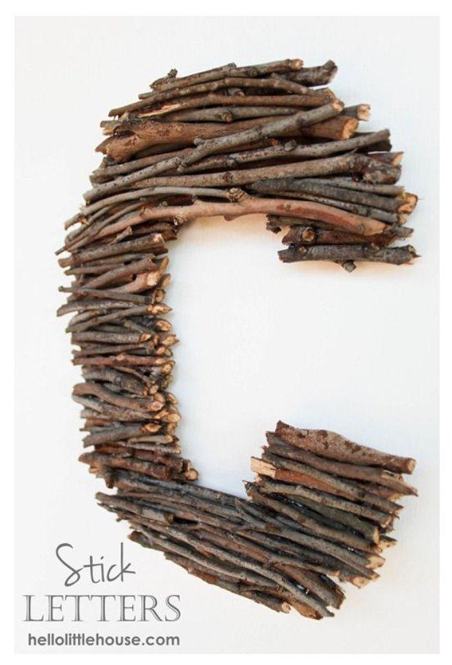 حرف اول خانوادگی خود را بوسیله شاخه های چوبی بسازید