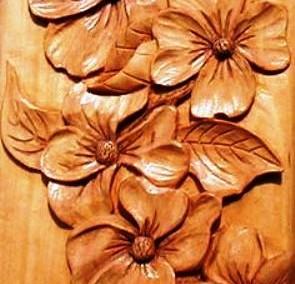 طرح گل و برگ منبت شده روی چوب