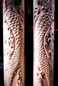 ستون حکاکی شده ، منبت کاری روی چوب ، نقش اژدها