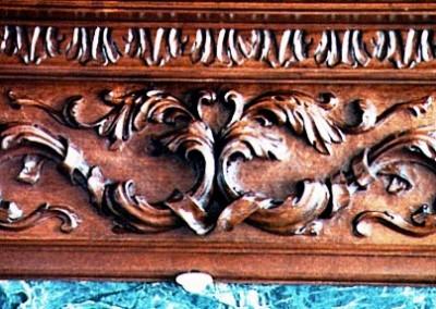 تاج و زهوار چوبی منبت کاری شده