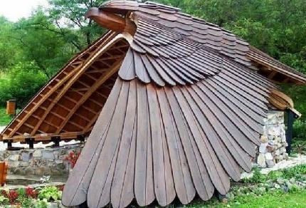 ساخت آلاچیق چوبی به شکل یک پرنده شکاری