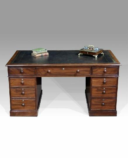میز تحریر چوبی سبک کلاسیک