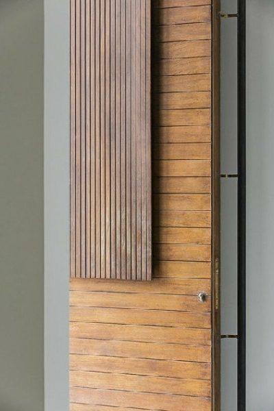 درب تمام چوب ورودی ساختمان