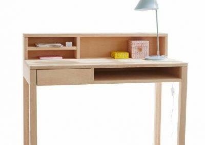 میز کار و میز تحریر , میز تحریر چوبی سبک کلاسیک , میز تحریر و کتابخانه چوبی , انواع میز تحریر چوبی، میز تحریر چوب و MDF، میز مطالعه با جنس ام دی اف و انواع کتابخانه ی خانگی