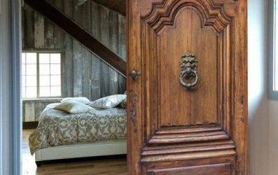 درب چوب قدیمی برای اتاق خواب