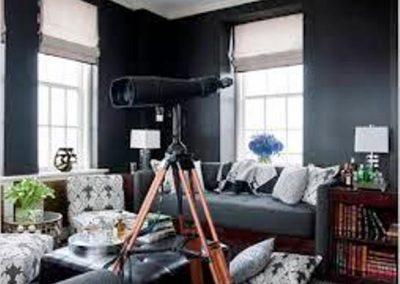 رنگ تیره دیوار اتاق نشیمن در دکوراسیون داخلی