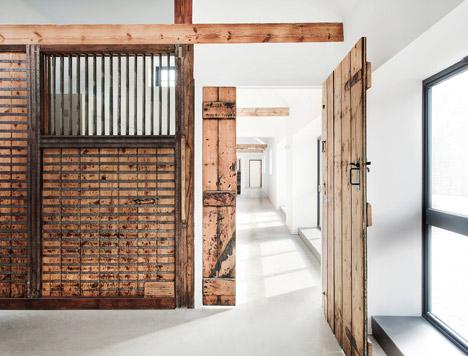 دیوار چوبی ، درب های چوبی سبک روستیک