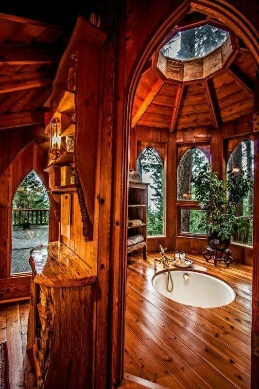 سازه بسیار جالب چوبی در کنار استخر تفریحی