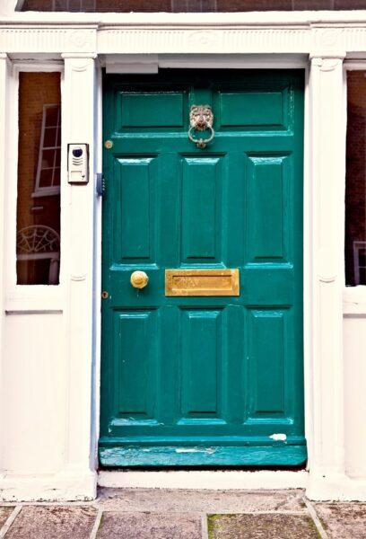 درب چوب با رنگ سبز زمردی