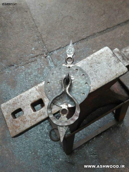کلون فلزی درب سنتی دست ساز در کارگاه فن و هنر