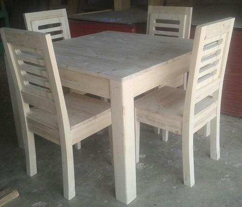 میز و صندلی چهار نفره چوب کاج