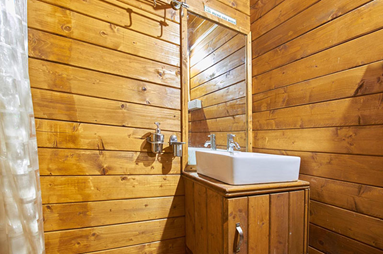تخته روسی – استفاده از تخته روسی در دیواره های داخلی حمام