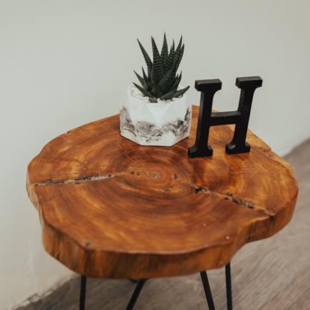 دانستنی هایی راجع به چوب درخت اکالیپتوس – نمونه ای از میز ساخته شده از چوب اکالیپتوس