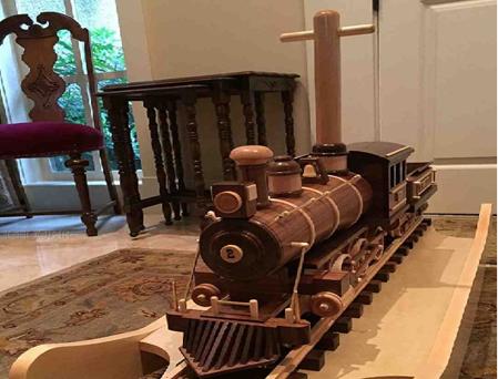 لوکوموتیو چوبی , اسباب بازی چوبی