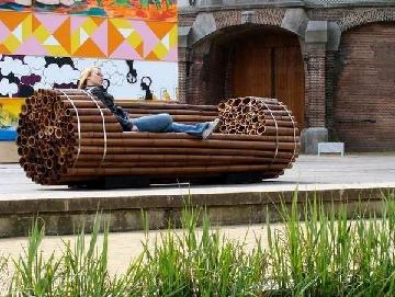 نیمکت فضای باز با چوب بامبو
