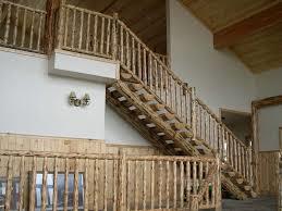 راه پله ساخته شده از چوب کاج