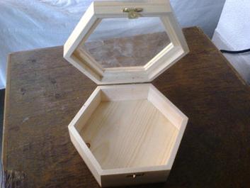 کاربرد چوب کاج در ابزار و وسایل چوبی، صندوق چوبی ساخته شده از چوب کاج