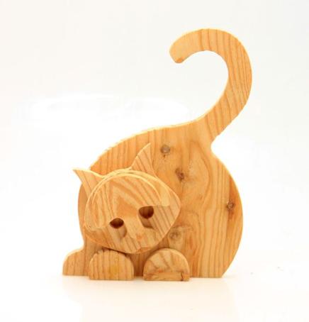 کاربرد چوب کاج در ابزار و وسایل چوبی، اسباب بازی به شکل گربه ساخته شده از چوب کاج