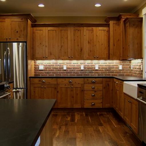 ساخت انواع کابینت آشپز خانه با استفاده از چوب کاج، آشپز خانه کابینت بندی شده با استفاده از کابینت های زمینی و دیواری ساخته شده از چوب کاج