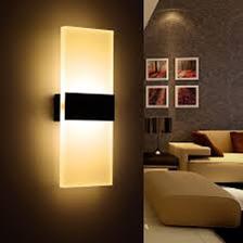 قفسه و نورپردازی در دکوراسیون چوبی