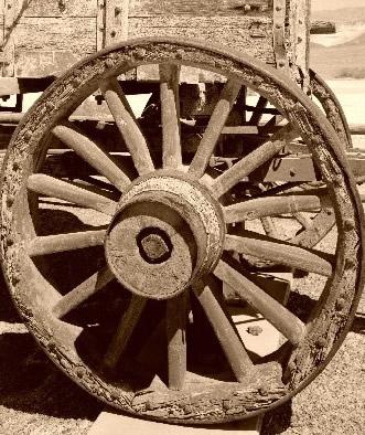 چوب کهور- چرخ چوبی ارابه قدیمی از جنس کهور