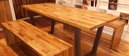 چوب های فینگر جوینت، میز و نیمکت های ساخته شده از ورقه های چوب های فینگر جوینت
