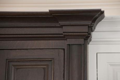 دانستنی هایی راجع به تاج کابینت چوبی -  تاج کابینت به شکل دودکش
