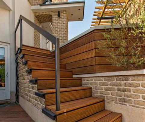 چوب های مخصوص پله؛ پله های ساخته شده در فضای باز