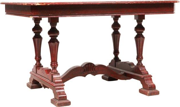 میز چوبی ساخته شده از چوب ماهون