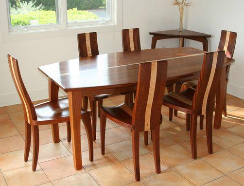 میز ناهار خوری ساخته شده از چوب ماهون و افرا فر