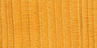 چوب سرو دارای رایحه ای چوبی ، کمی شیرین و رنگ و دانه مشخص است.