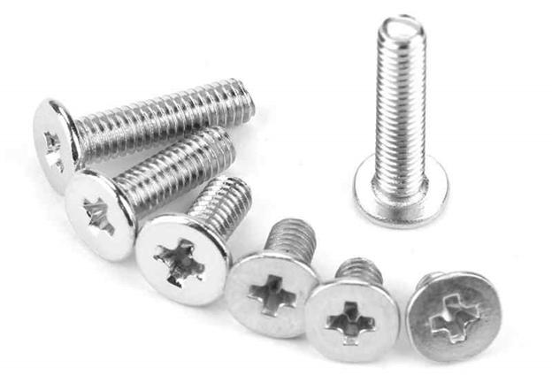 ابزارهای لازم نجاری - چند پیچ در اندازه های مختلف