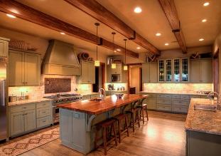تیر چوبی سقفی - نمونه ی استفاده از تیر های چوبی سقفی برای پوشش سقف خانه