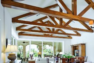 تیر چوبی سقفی-  استفاده از رنگ زرد روشن در استفاده از تیر های چوبی سقفی