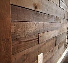 رنگ موج نما و خود رنگ چوب کاج بصورت لمبه دیوار