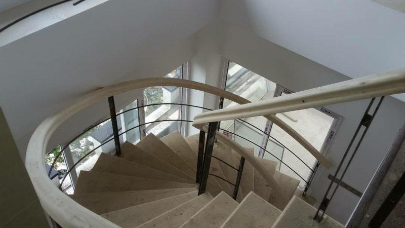 پله چوبی , کف پله , نرده و هنرریل