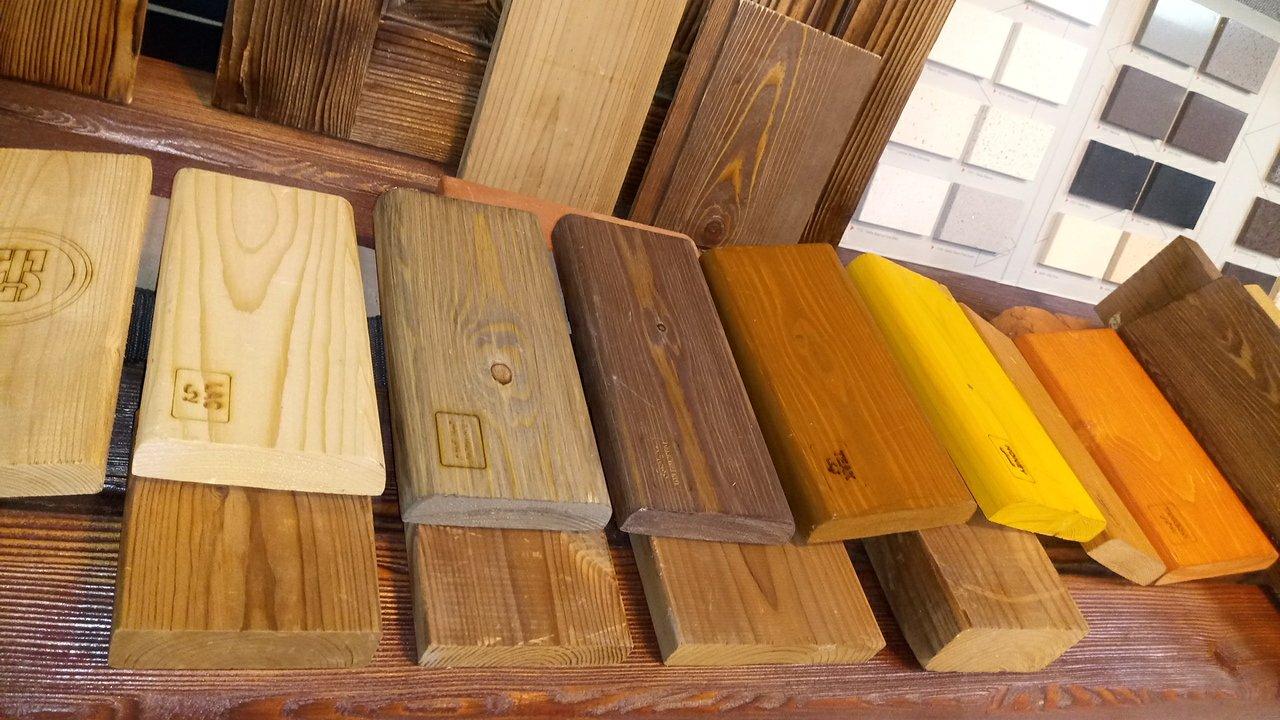 چوب لمبه و نیمکتی رنگ شده