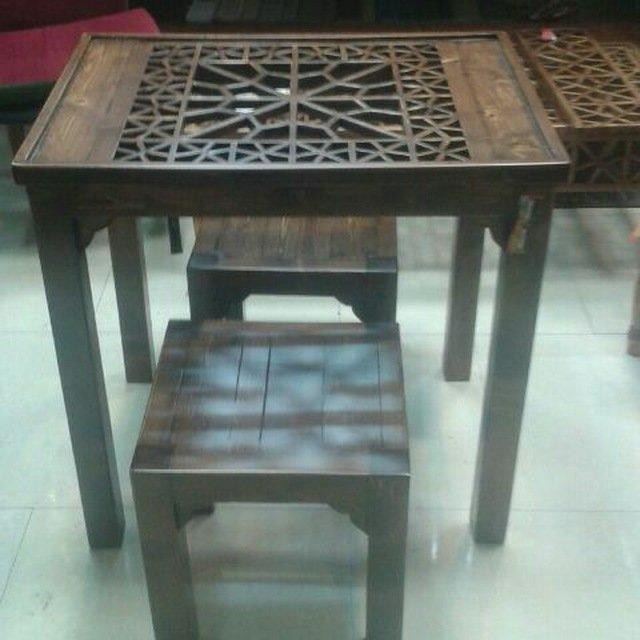 میز و نیمکت سبک سنتی و مبلمان فضای داخلی