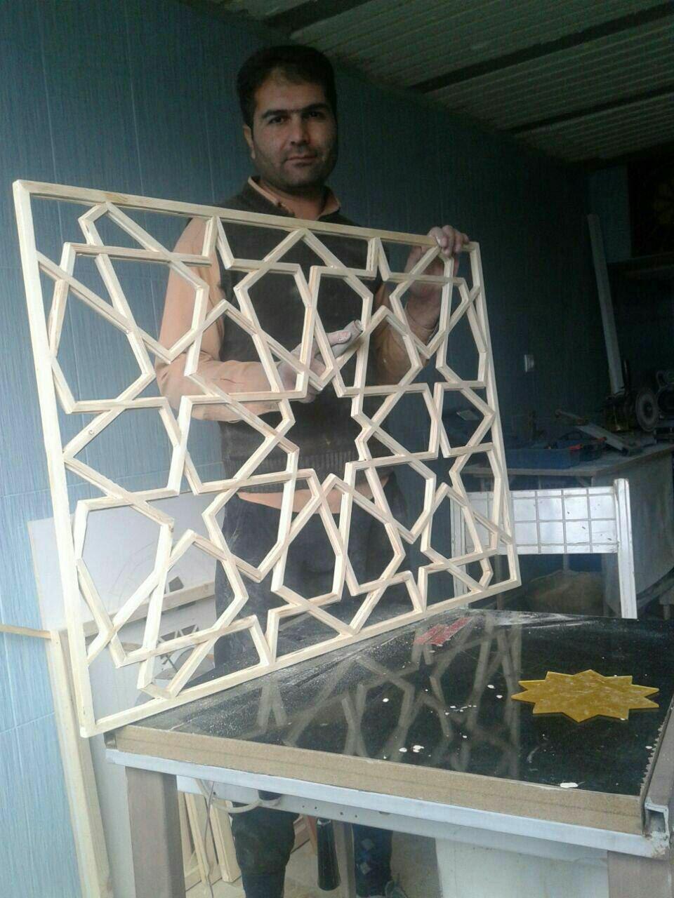 کتیبه گره چینی شمسه با شیشه رنگی، دکوراسیون سنتی ایرانی