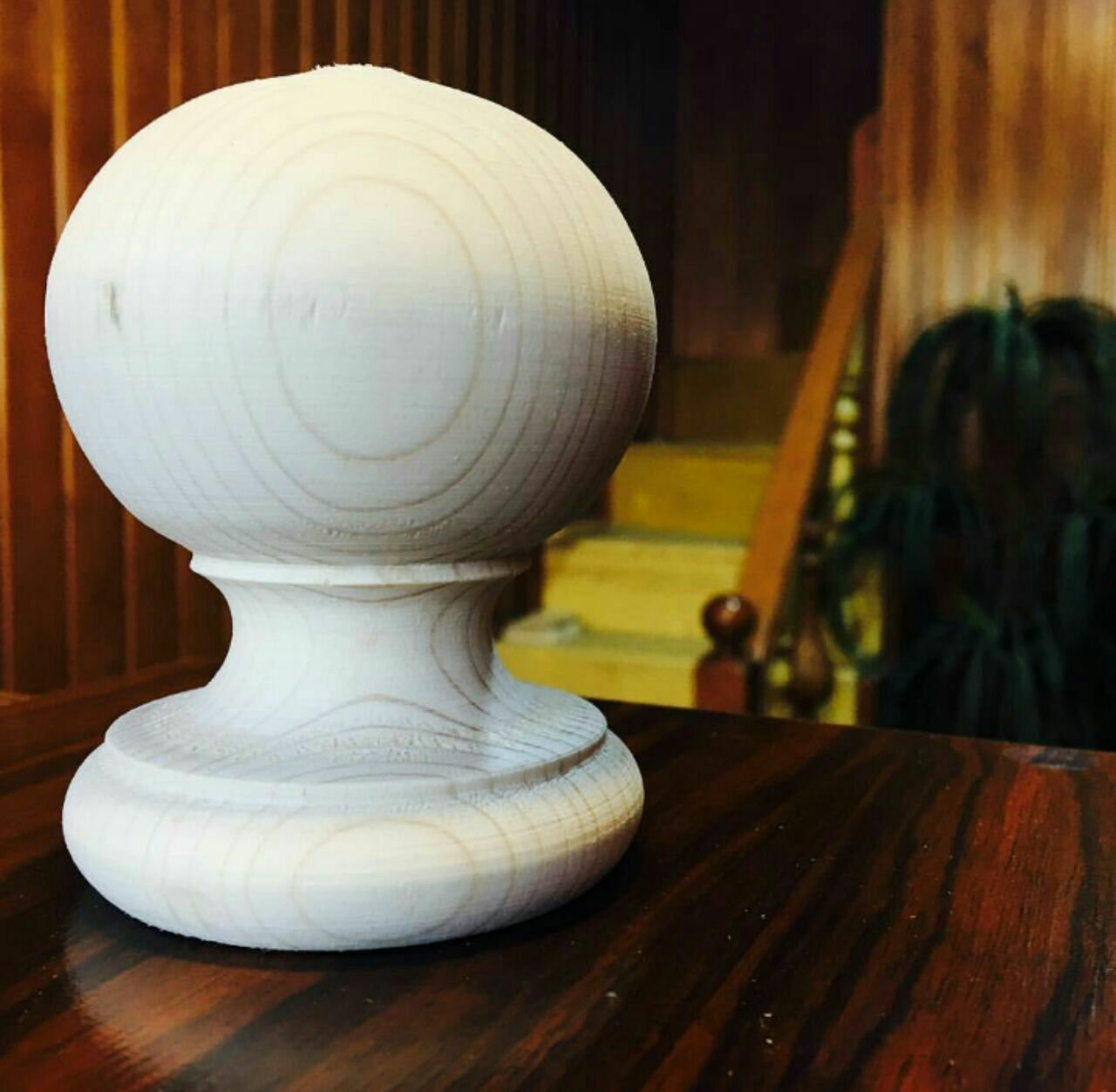 کاج چوبی از چوب کاج , سیب چوبی , دسته سر نرده