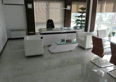 دکوراسیون اداری , دیوارکوب روی شیشه , کانتر میز منشی , دکوراسیون لابی و ورودی واحد های اداری