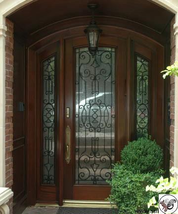 مدل درب ورودی چوبی ساختمانی و ویلایی , زیباترین مدل های درب ورودی برای ساختمان شیک و مدرن و کلاسیک