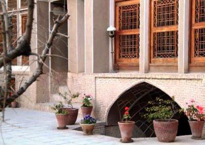 خونه قدیمی , معماری ایران زمین , حووض و شمعدونی و پنجره ارسی