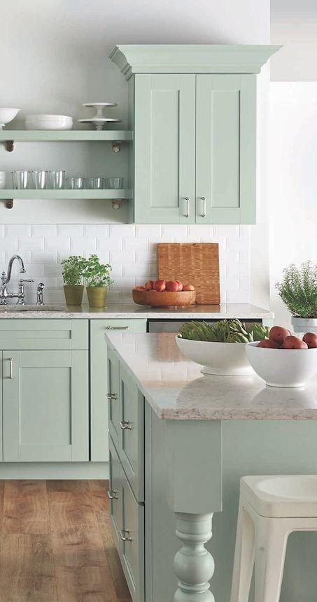 دکوراسیون آشپزخانه سبز و سفید کلاسیک