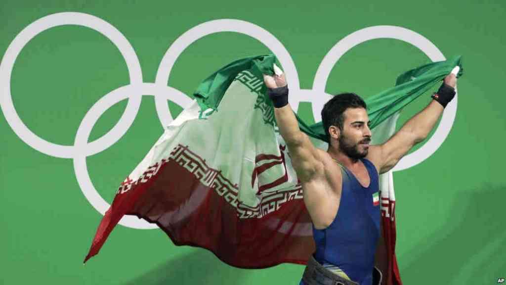 کیانوش رستمی وزنه بردار، اولین مدال طلای ایران را در المپیک ریو کسب کرد