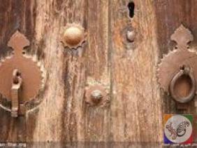 کوبه درب قدیمی چوبی